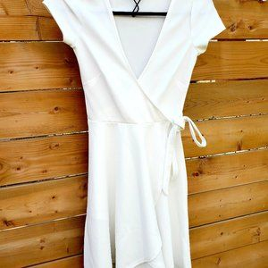 Revamped Womens White Tie Waist Dress With V XS